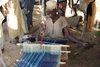 Nigeria - Minjibir: weaver at work - African artisan - photo by A.Obem