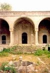 Nagorno Karabakh - Shusha: Gevharaga mosque - porch - photo by M.Torres