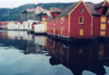 Norway / Norge - Bergen / BGO (Hordaland): houses on the water (photo by Michelle Murphy)