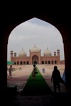 Lahore, Punjab, Pakistan: Badshahi mosque, the 'Emperor's Mosque' - image framed by an arch - photo by G.Koelman
