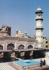 Peshawar, NWFP, Pakistan: courtyard of the Friday mosque - photo by G.Frysinger
