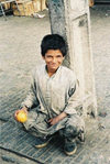 Quetta: boy with an orange / Kluk s pomeranèem - Kvéta (photo by Juraj Kaman)