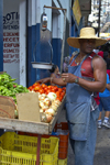 Panama City: vegetable vendor at La Bajada de Salsipuedes - photo by H.Olarte