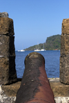Fuerte de San Jeronimo - cannon aimed at the sea, Portobello, Col�n, Panama, Central America - Patrimonio de la Humanidad - photo by H.Olarte