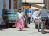 Peru - Puno: Indian lady on the move - street scene - photo by M.Bergsma