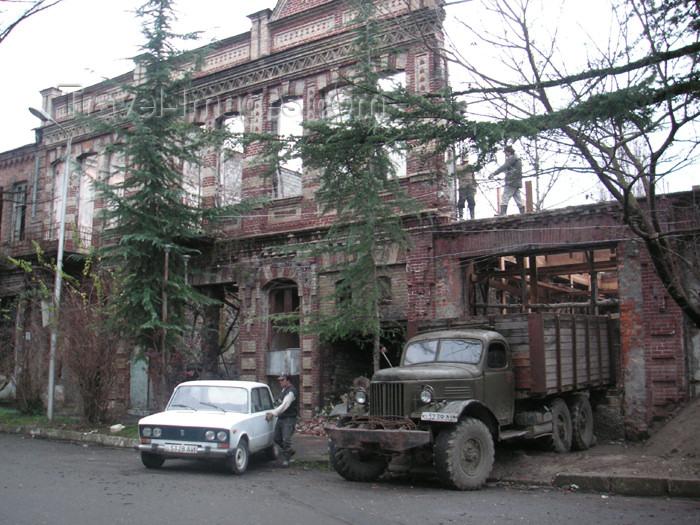 abkhazia9: Abkhazia - Sukhumi: destroyed residence - ruins - bomb damage (photo by A.Kilroy) - (c) Travel-Images.com - Stock Photography agency - Image Bank