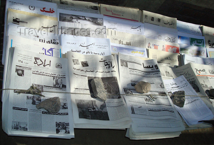 afghanistan37: Kabul, Afghanistan: newspaper stand - Kabul press - photo by N.Zaheer - (c) Travel-Images.com - Stock Photography agency - Image Bank