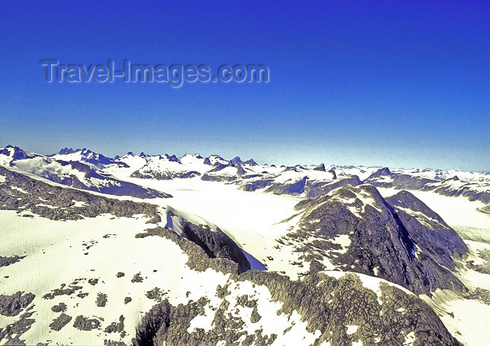 alaska126: Alaska - Glacier Bay NP: mountain tops - sierra - photo by A.Walkinshaw - (c) Travel-Images.com - Stock Photography agency - Image Bank