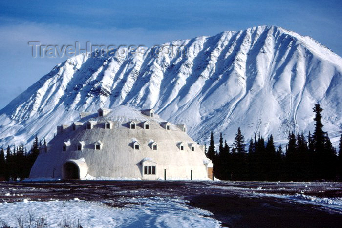 alaska15: Cantwell, Denali Borough, Alaska: ' Igloo City' - giant igloo on a gas station by the Parks Highway - photo by F.Rigaud - (c) Travel-Images.com - Stock Photography agency - Image Bank