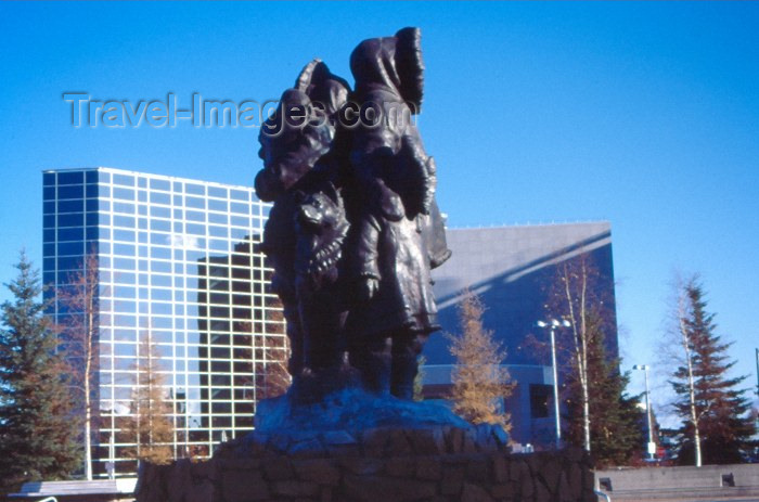 alaska16: Alaska - Fairbanks / FAI: Inuit monument - photo by F.Rigaud - (c) Travel-Images.com - Stock Photography agency - Image Bank
