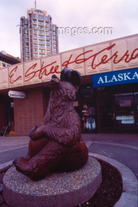 alaska47: Alaska - Anchorage: bronze bear - E Street Terrace - photo by F.Rigaud - (c) Travel-Images.com - Stock Photography agency - Image Bank