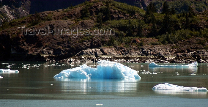 alaska54: Alaska's Inside Passage - Tracy Arm Fjord : small iceberg (photo by Robert Ziff) - (c) Travel-Images.com - Stock Photography agency - Image Bank