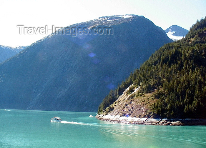 alaska58: Alaska's Inside Passage - Tracy Arm Fjord: small boat (photo by Robert Ziff) - (c) Travel-Images.com - Stock Photography agency - Image Bank