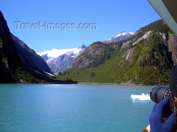 alaska73: Alaska's Inside Passage - Tracy Arm Fjord: shooting (photo by Robert Ziff) - (c) Travel-Images.com - Stock Photography agency - Image Bank
