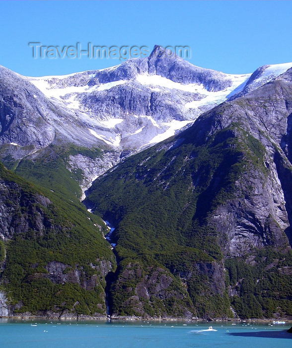 alaska76: Alaska's Inside Passage - Tracy Arm Fjord: mountains and cliffs (photo by Robert Ziff) - (c) Travel-Images.com - Stock Photography agency - Image Bank