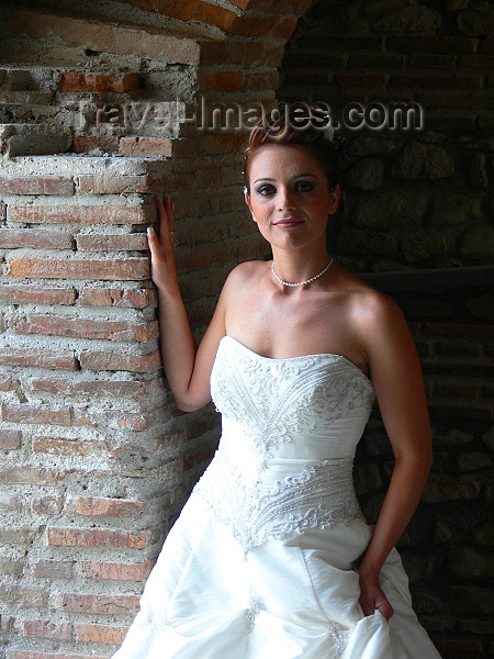 albania102: Durres / Drach, Albania: a bride - photo by J.Kaman - (c) Travel-Images.com - Stock Photography agency - Image Bank