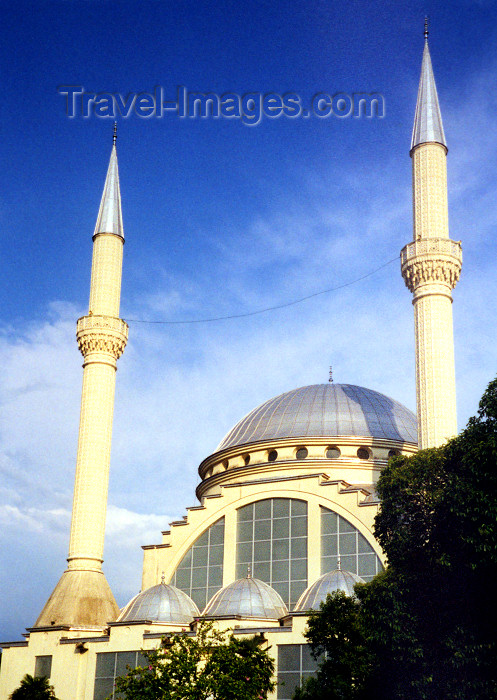 albania2: Albania / Shqiperia - Shkodër / Skadar: Sheik Zamil Abdullah Al-Zamil Mosque, built by the Saudis in a city with Christian majority - photo by M.Torres - (c) Travel-Images.com - Stock Photography agency - Image Bank