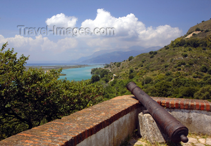 albania31: Butrint, Sarandë, Vlorë County, Albania: cannon pointed towards the sea - Butrint occupies a small peninsula between the Strait of Otranto and Lake Butrint - photo by A.Dnieprowsky - (c) Travel-Images.com - Stock Photography agency - Image Bank
