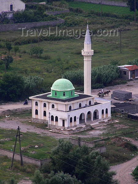 albania47: Albania / Shqiperia - Shkodër/ Shkoder / Shkodra: mosque by the river - photo by J.Kaman - (c) Travel-Images.com - Stock Photography agency - Image Bank
