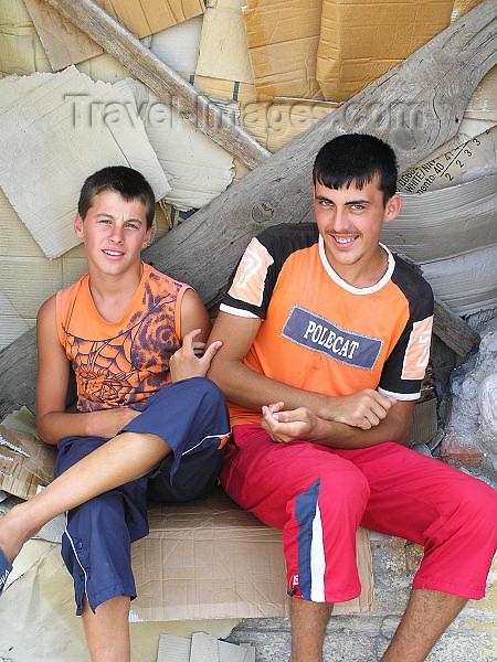 albania58: Albania / Shqiperia - Shkodër/ Shkoder / Shkodra: Albanian youths - photo by J.Kaman - (c) Travel-Images.com - Stock Photography agency - Image Bank