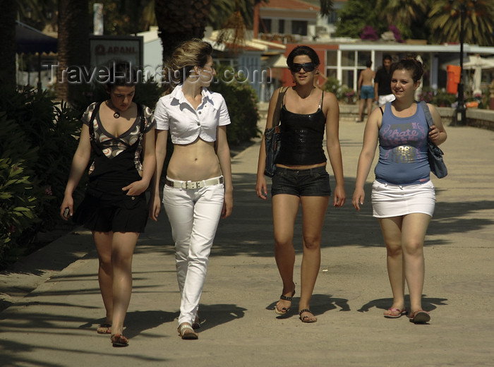 albania67: Sarandë, Vlorë County, Albania: Albanian girls on the promenade - photo by A.Dnieprowsky - (c) Travel-Images.com - Stock Photography agency - Image Bank