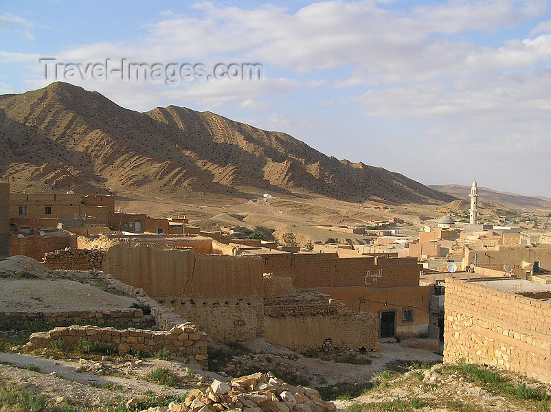 algeria103: Algeria / Algerie - El Hamel: village houses, minaret and hills - photo by J.Kaman - maisons, minaret et collines - (c) Travel-Images.com - Stock Photography agency - Image Bank