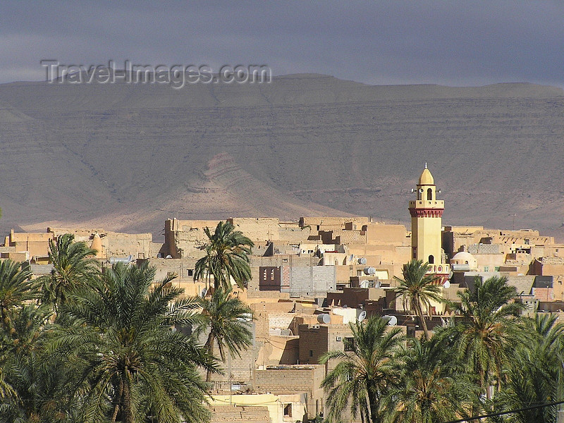 algeria105: Algeria / Algerie - Bou Saada: minaret on the skyline - photo by J.Kaman - minaret sur l'horizon - (c) Travel-Images.com - Stock Photography agency - Image Bank
