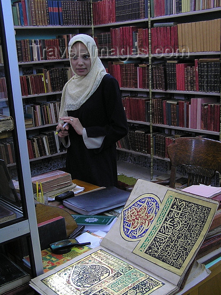 algeria114: Tolga - Wilaya of Biskra: woman and ancient manuscripts at the Islamic library - zaouia El-Othmania - photo by J.Kaman - femme et manuscrits anciens - Bibliothèque islamique - zaouïa El-Othmania - (c) Travel-Images.com - Stock Photography agency - Image Bank