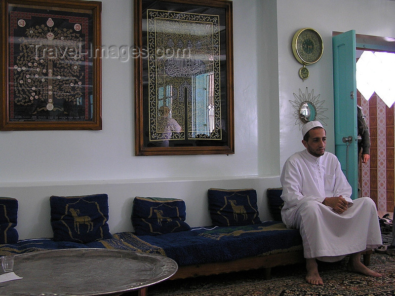 algeria116: Algeria / Algerie - Tolga: Muslim man - photo by J.Kaman - homme musulman - (c) Travel-Images.com - Stock Photography agency - Image Bank