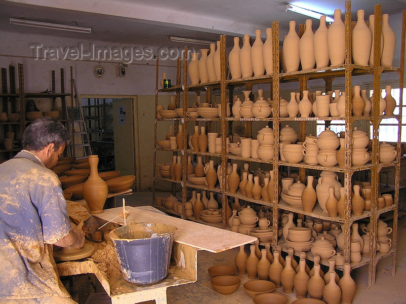 algeria125: Algeria / Algerie - M'chouneche - Biskra wilaya: pottery workshop - potter and his work - photo by J.Kaman - potier et objets prêts - (c) Travel-Images.com - Stock Photography agency - Image Bank