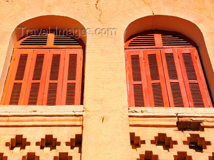 algeria258: Biskra, Algeria / Algérie: windows with louvers - photo by M.Torres | fenêtres avec jalousies - (c) Travel-Images.com - Stock Photography agency - Image Bank