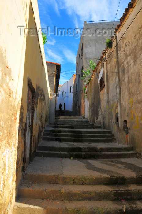 algeria345: Algeria / Algérie - Béjaïa / Bougie / Bgayet - Kabylie: narrow street in the kasbah | casbah - ruelle - photo by M.Torres - (c) Travel-Images.com - Stock Photography agency - Image Bank
