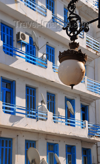 algeria366: Algeria / Algérie - Béjaïa / Bougie / Bgayet - Kabylie: street light and façade - Boulevard Biziou | lampadaire et façade - Boulevard Biziou - photo by M.Torres - (c) Travel-Images.com - Stock Photography agency - Image Bank