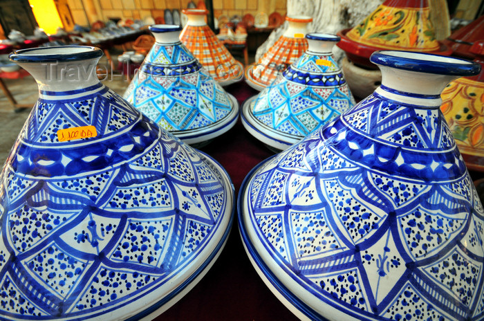 algeria404: Tipaza, Algeria / Algérie: tagine pots, made of glazed clay | tajines - marmites traditionnelles en terre cuite vernissée - photo by M.Torres - (c) Travel-Images.com - Stock Photography agency - Image Bank