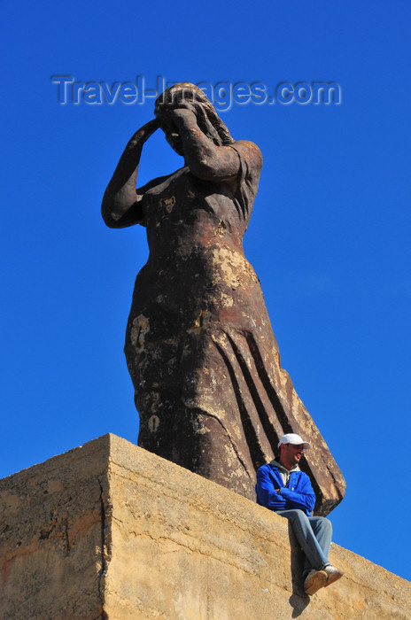 algeria405: Tipaza, Algeria / Algérie: statue of a fisherman's wife in the harbour | femme de pêcheur - statue au port - photo by M.Torres - (c) Travel-Images.com - Stock Photography agency - Image Bank