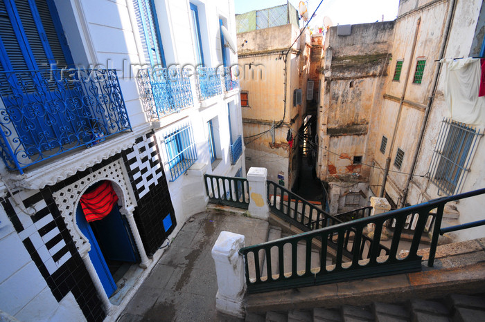algeria472: Algiers / Alger - Algeria / Algérie: stairs - Kasbah of Algiers - UNESCO World Heritage Site | escaliers - Casbah d'Alger - Patrimoine mondial de l'UNESCO - photo by M.Torres - (c) Travel-Images.com - Stock Photography agency - Image Bank