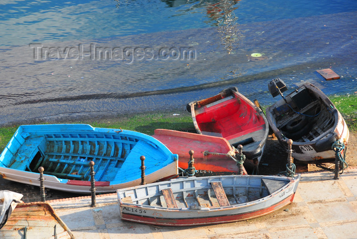 algeria496: Algiers / Alger - Algeria / Algérie: small boats on shore - fishing harbour| petits bateaux à terre - Môle de Pêche - photo by M.Torres - (c) Travel-Images.com - Stock Photography agency - Image Bank