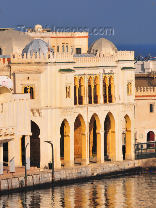 algeria500: Algiers / Alger - Algeria / Algérie: Admiralty Palace and Admiralty basin | Darse de l'Amirauté - Palais de l'Amirauté - photo by M.Torres - (c) Travel-Images.com - Stock Photography agency - Image Bank