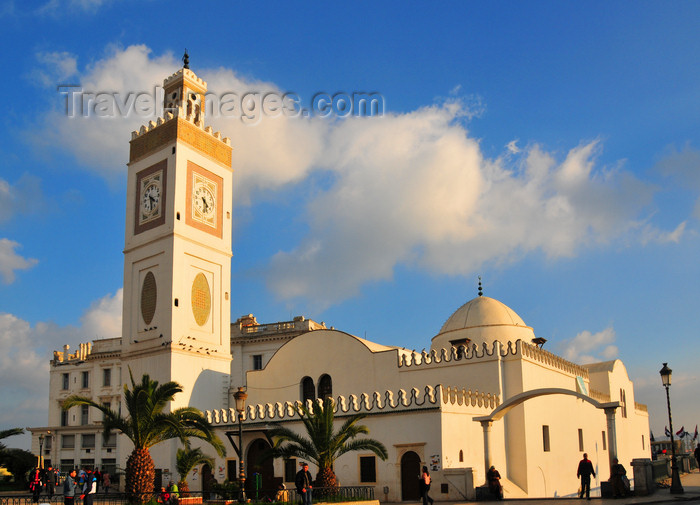 algeria511: Algiers / Alger - Algeria / Algérie: El Jedid mosque - Hanafi rite - Martyrs square | Mosquée El Jedid - vouée au rite Hanéfite - Place des Martyrs - photo by M.Torres - (c) Travel-Images.com - Stock Photography agency - Image Bank