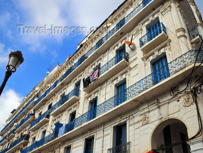 algeria551: Algiers / Alger - Algeria / Algérie: white and blue building façade - Asselah Hocine street - 'Algiers the White' | façade d'immeuble en blanc et bleu - Rue Asselah Hocine, ex-Rue Alfred Lelluch - Alger la Blanche - photo by M.Torres - (c) Travel-Images.com - Stock Photography agency - Image Bank