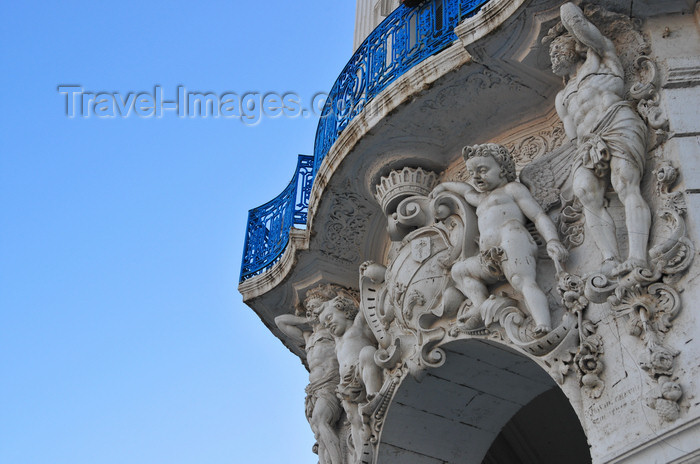 algeria557: Algiers / Alger - Algeria / Algérie: angels and armorial bearings - building decoration - Ernesto Che Guevara avenue, corner with Martyrs' square | anges et armoiries - décoration d'immeuble - coin av. Ernesto Che Guevara, place des Martyrs - photo by M.Torres - (c) Travel-Images.com - Stock Photography agency - Image Bank