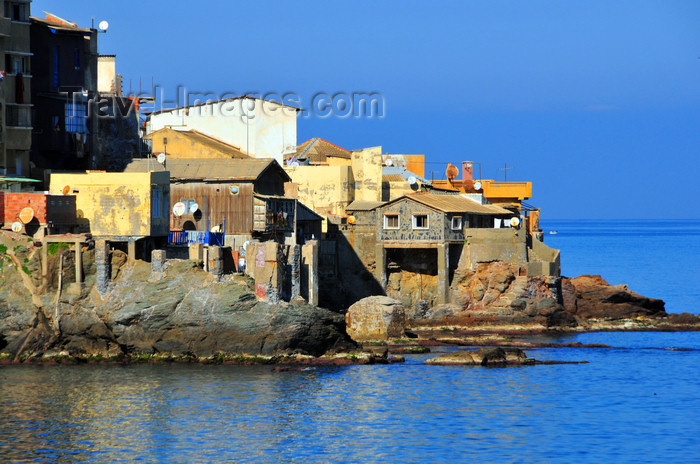 algeria563: Algiers / Alger - Algeria / Algérie: houses over the coastal rocks - Bologhine | bâtiments sur des rochers côtiers - Bologhine - photo by M.Torres - (c) Travel-Images.com - Stock Photography agency - Image Bank