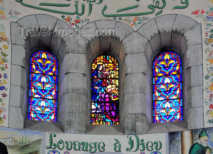 algeria584: Algiers / Alger - Algeria / Algérie: Notre Dame d'Afrique basilica - stained glass windows in a side apse | Basilique Notre-Dame d'Afrique - vitraux dans une abside latérale - 'louvage à Dieu' - photo by M.Torres - (c) Travel-Images.com - Stock Photography agency - Image Bank