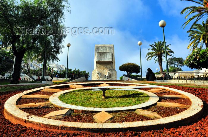 algeria598: Algiers / Alger - Algeria / Algérie: floral clock park - the clock's dial | parc de l'horloge florale - cadran de l'horloge - photo by M.Torres - (c) Travel-Images.com - Stock Photography agency - Image Bank