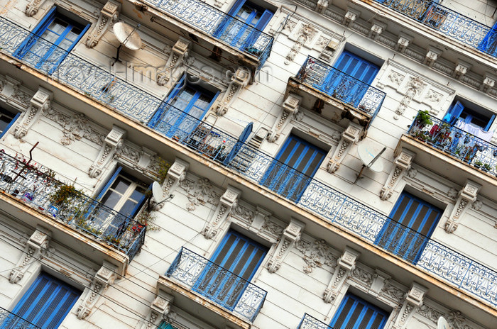 algeria600: Algiers / Alger - Algeria / Algérie: balconies on a white and blue façade - Boulevard Khemisti - Algiers the white - El-Bahdja | balcons et façade blanche et bleue - Bd Khemisti, ex Bd Laferrière - photo by M.Torres - (c) Travel-Images.com - Stock Photography agency - Image Bank