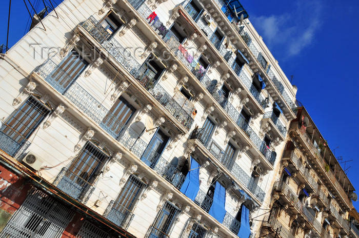 algeria603: Algiers / Alger - Algeria / Algérie: white and blue façade - Boulevard Khemisti - Algiers the white - El-Bahdja | façade blanche et bleue - Bd Khemisti, ex Bd Laferrière - photo by M.Torres - (c) Travel-Images.com - Stock Photography agency - Image Bank