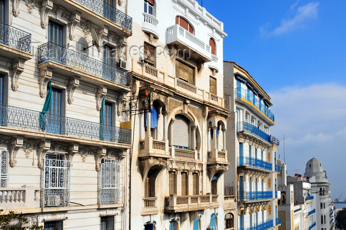 algeria604: Algiers / Alger - Algeria / Algérie: façades of Boulevard Khemisti - Algiers the white - El-Bahdja | façades du Bd Khemisti, ex Bd Laferrière - photo by M.Torres - (c) Travel-Images.com - Stock Photography agency - Image Bank