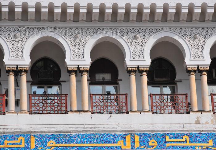 algeria605: Algiers / Alger - Algeria / Algérie: balcony of the Central Post Office - Grande Poste - colonial Moorish style | la Grande Poste - galerie à colonnes jumelées - style colonial néo-mauresque - photo by M.Torres - (c) Travel-Images.com - Stock Photography agency - Image Bank