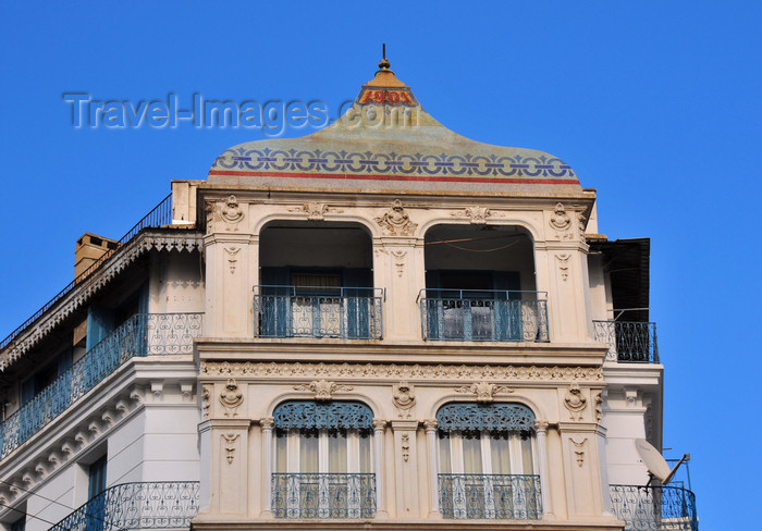 algeria609: Algiers / Alger - Algeria / Algérie: a building from 1901 - Larbi Ben M'hidi street | immeuble de 1901 rue Larbi Ben M'hidi, angle rue El Imam Ali (rue d'Isly / rampe Bugeaud) - photo by M.Torres - (c) Travel-Images.com - Stock Photography agency - Image Bank