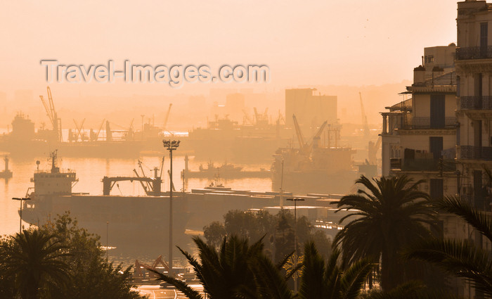 algeria614: Algiers / Alger - Algeria: the port seen from Boulevard Khemisti - Ghara Djebilet pier | le port vu du Bd Khemisti, ex-Bd Laferrière - Môle Ghara Djebilet - photo by M.Torres - (c) Travel-Images.com - Stock Photography agency - Image Bank